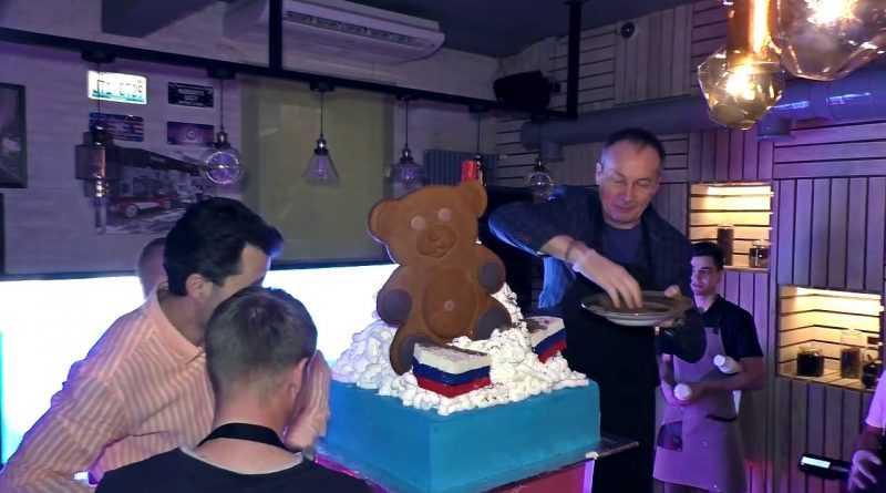 Самый большой в мире коктейль Putin's handshake