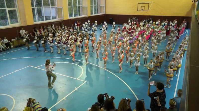 Самое массовое синхронное выступление мажореток в России