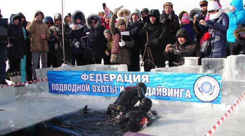 Заплыв подо льдом Байкала 100 метров