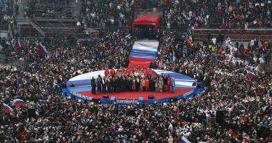 Массовое исполнение гимна России