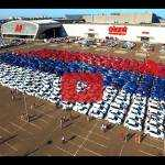 Самый большой флаг России составленный из автомобилей